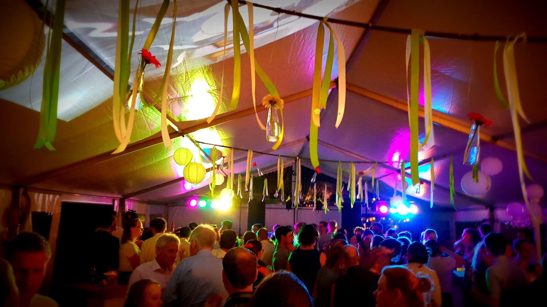 Feest DJ in Venlo voor nineties en seventies muziek