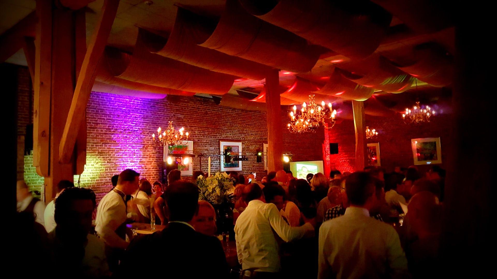 Feest DJ venlo voor disco's op locatie voor o.a. bedrijfsfeesten